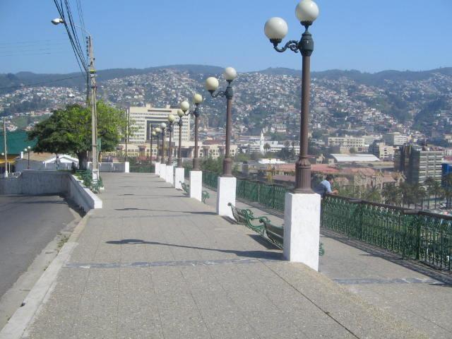 Foto Valparaíso en fotos: http://valparaisoenfotos.blogspot.com.br/2005_09_01_archive.html